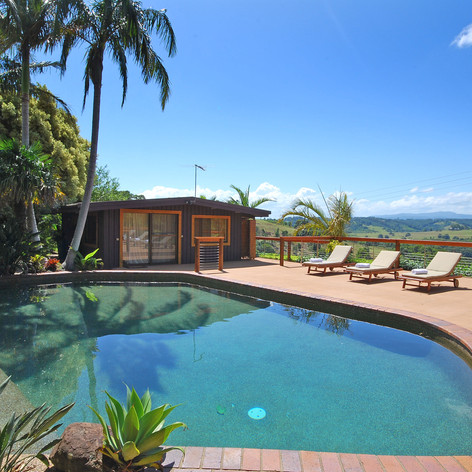 Beautiful Saltwater Pool & Mountain Views