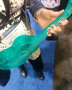 Ooh pretty waterproof turquoise ukulele 💙🏝🎸