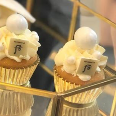 Logo Cream Cheese Cupcake