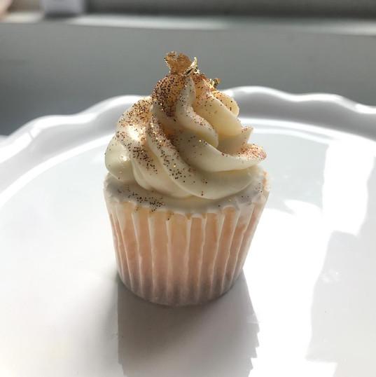 Golden Shimmer Cupcake