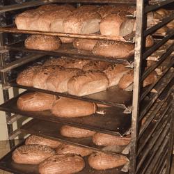 Naše čerstvé chleby  po vytažení z pece
