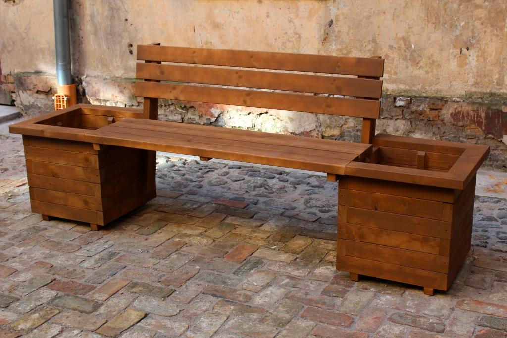 Скамейка с ящиками для цветов