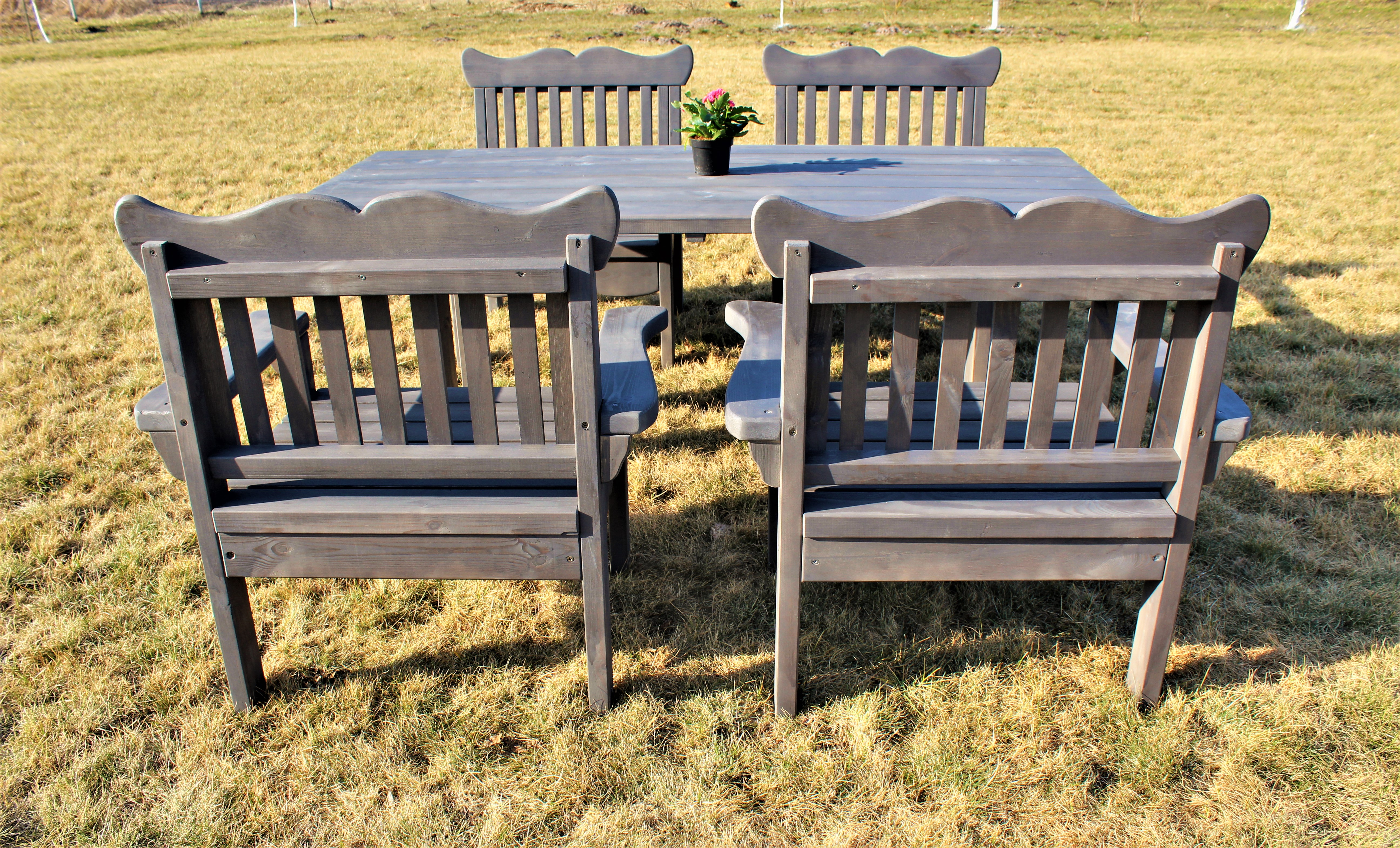 Комплект садовой мебели с креслами.