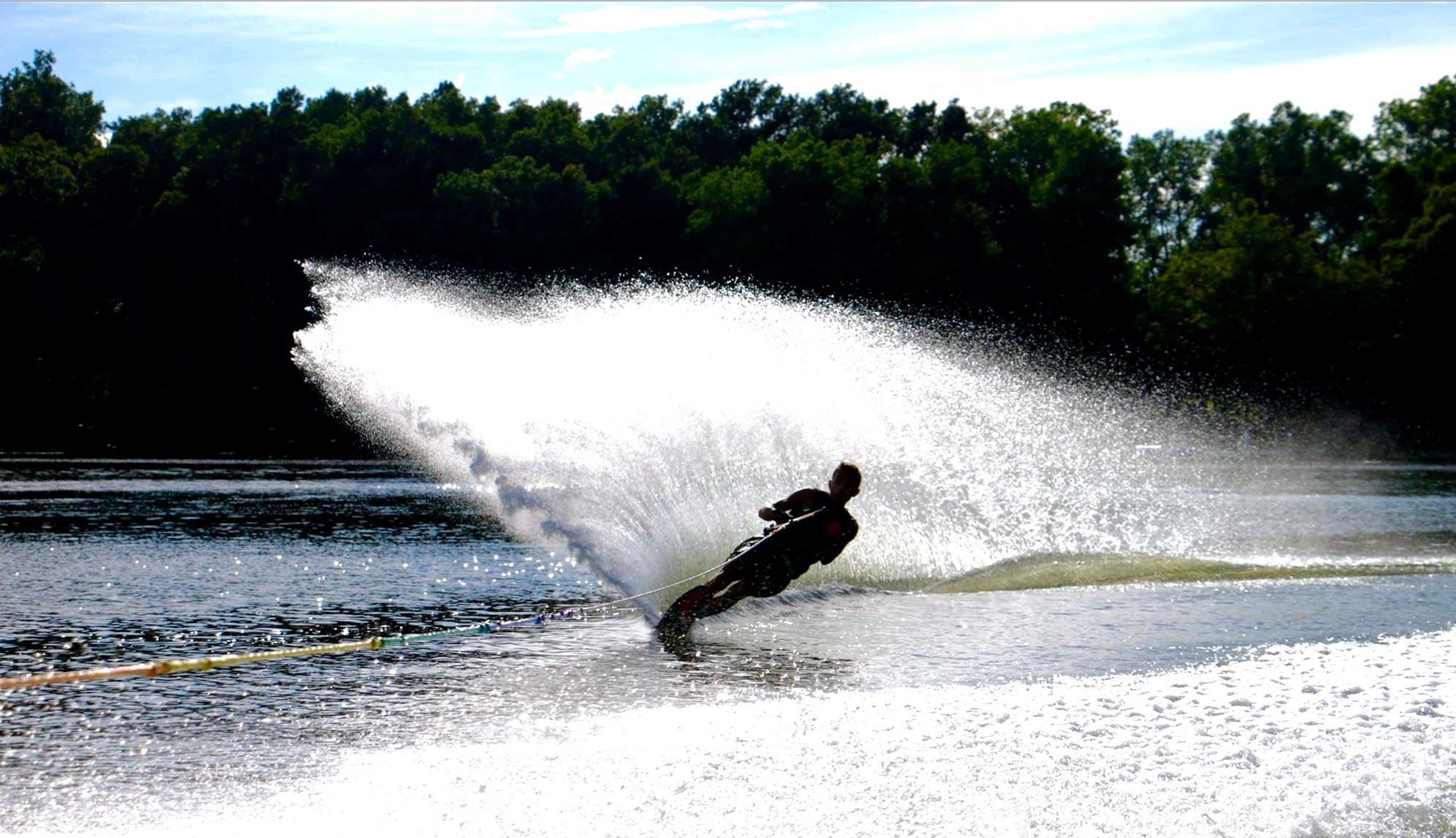 Wakesurf/Wakeboard/Water Ski: 3-4 people