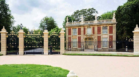 lodge gates waddesdon2_edited.jpg