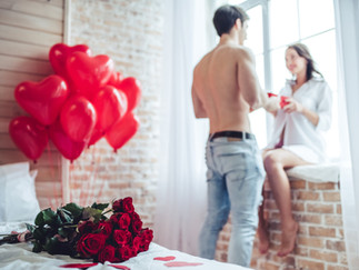 VALENTINE'S DAY GIFTS: MEN'S GUIDE TO GIFT GIVING