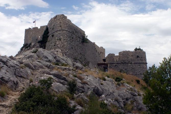 Omiš környéki sziklák, várak és szurdokok