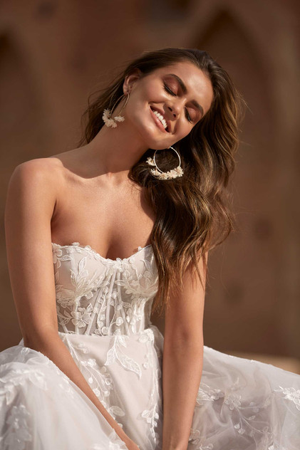 Adalyn-MadiLane- Pretty-white-dress fron