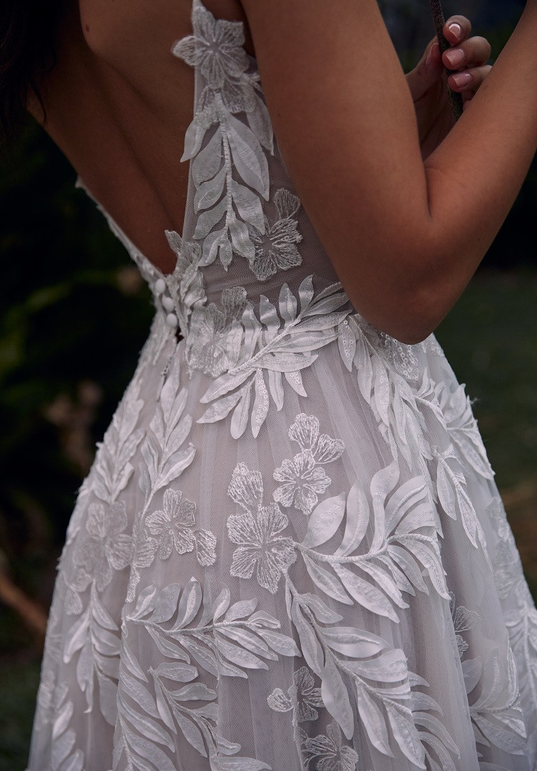SAFFRON-CLOSE-PRETTY-WHITE-DRESS-MADI-LA