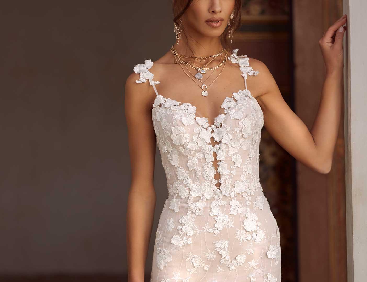 ALAYNE-FRONT-CLOSE-PRETTY-WHITE-DRESS-MA