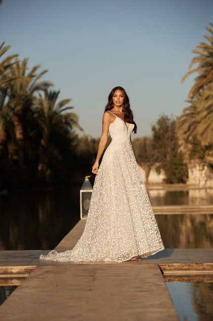Adrian-MadiLane- Pretty-white-dress fron