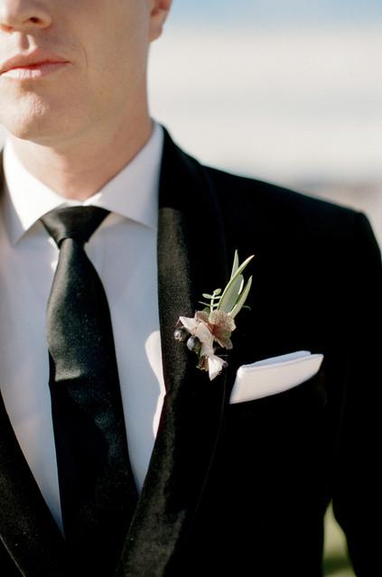 groom boutonniere.jpg
