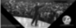 Foto de Jorge Garva en escenario frente a multitud