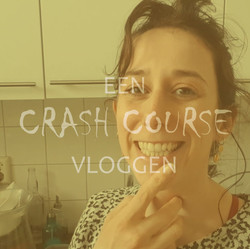 Crash course vloggen, Titel, vierkant