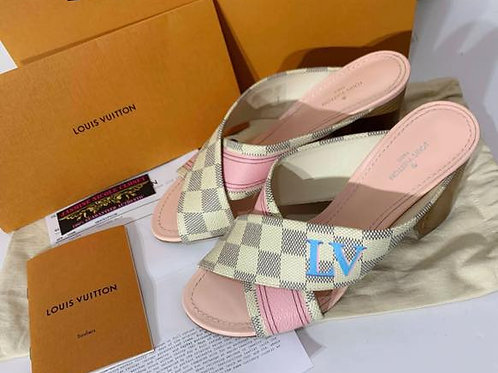 Excellent Condition Rare hard to find LV PANORAMA MULE Size 6