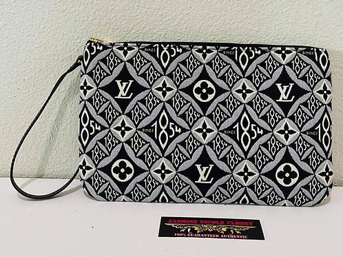 Brand New Authentic LV Neverfull Pouch