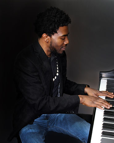 Dapo Dina at Piano