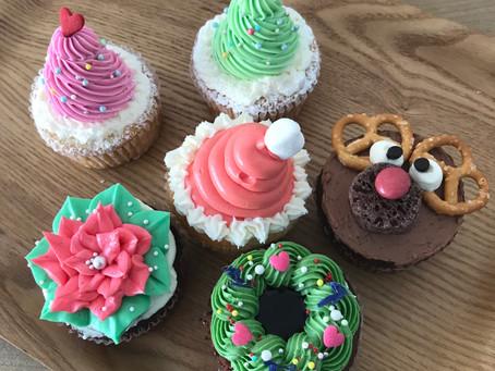 クリスマス限定カップケーキと営業時間変更のお知らせ