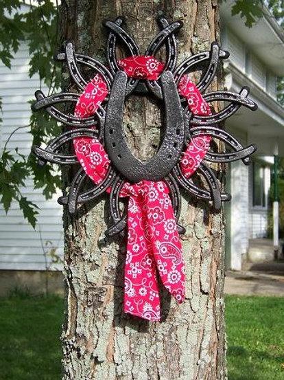 Slideplate horsehoe wreath