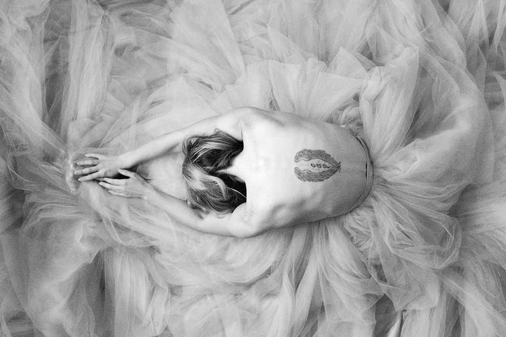 black and white portrait of woman in tulle like a ballerina in pdx studio