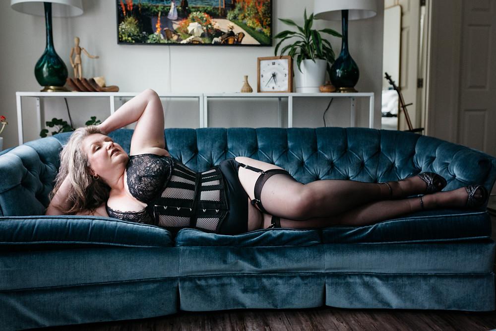 black corset glam boudoir vancovuer wa