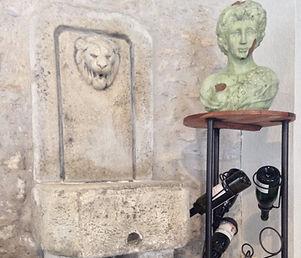 Le buste de la Vigneronne vous accueille dès l'entrée