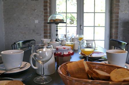 l'odeur du café, du chocolat et du pain frais le matin