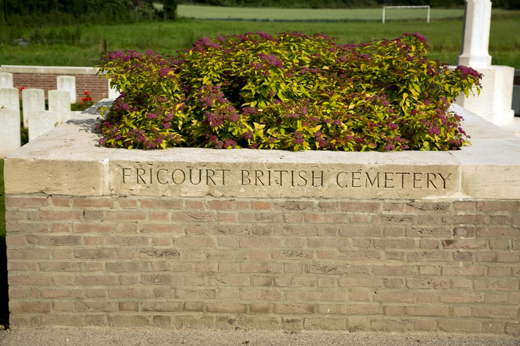 Day 1 Fricourt Cemetery 01