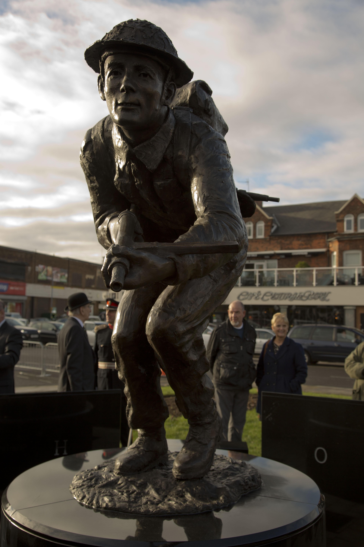 Stan Hollis VC Statue 01