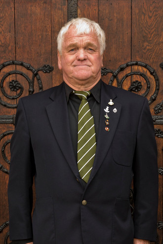 Mr Dennis BOOTH