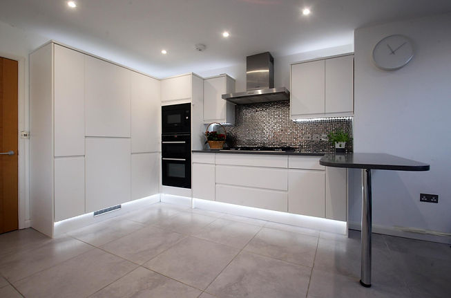 Howdens-Modern-Used-Kitchen-With-Applian