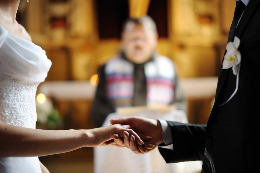 casamento-noivos-altar.jpg