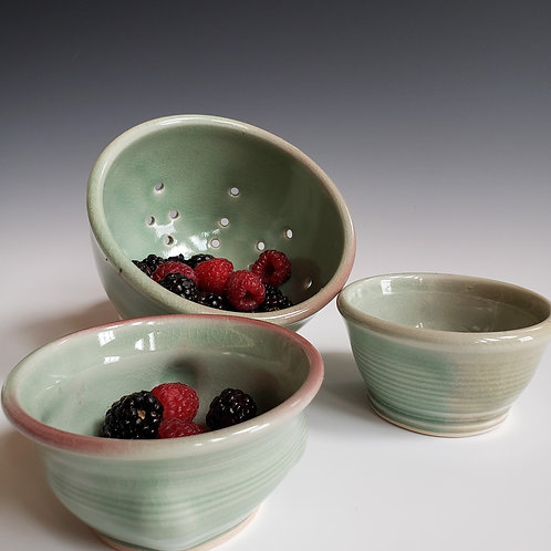 Antiqued Crazed Berry Bowl Set