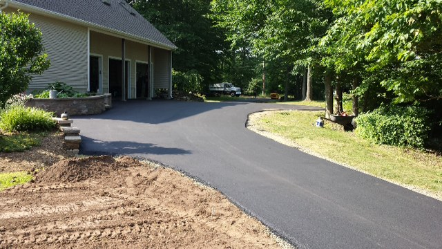 residential driveway asphalt paving