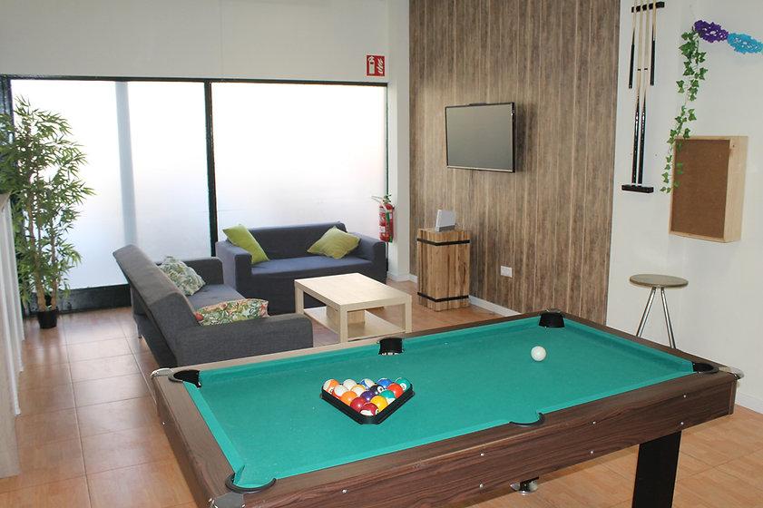 Zona amplia de sofás, billar, wifi, consola wii, máquina arcade