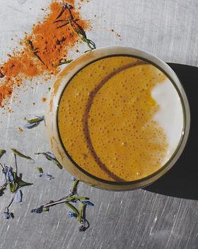 Detox smoothie recipe with turmeric.jpg
