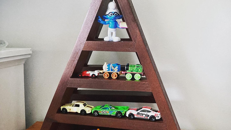 Triangular shelf made of wood for display
