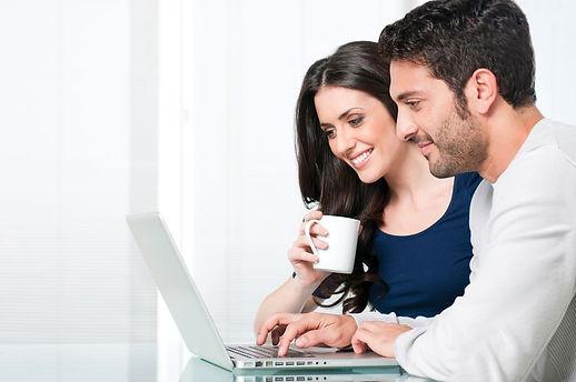 pareja-computadora-1200x800.jpg