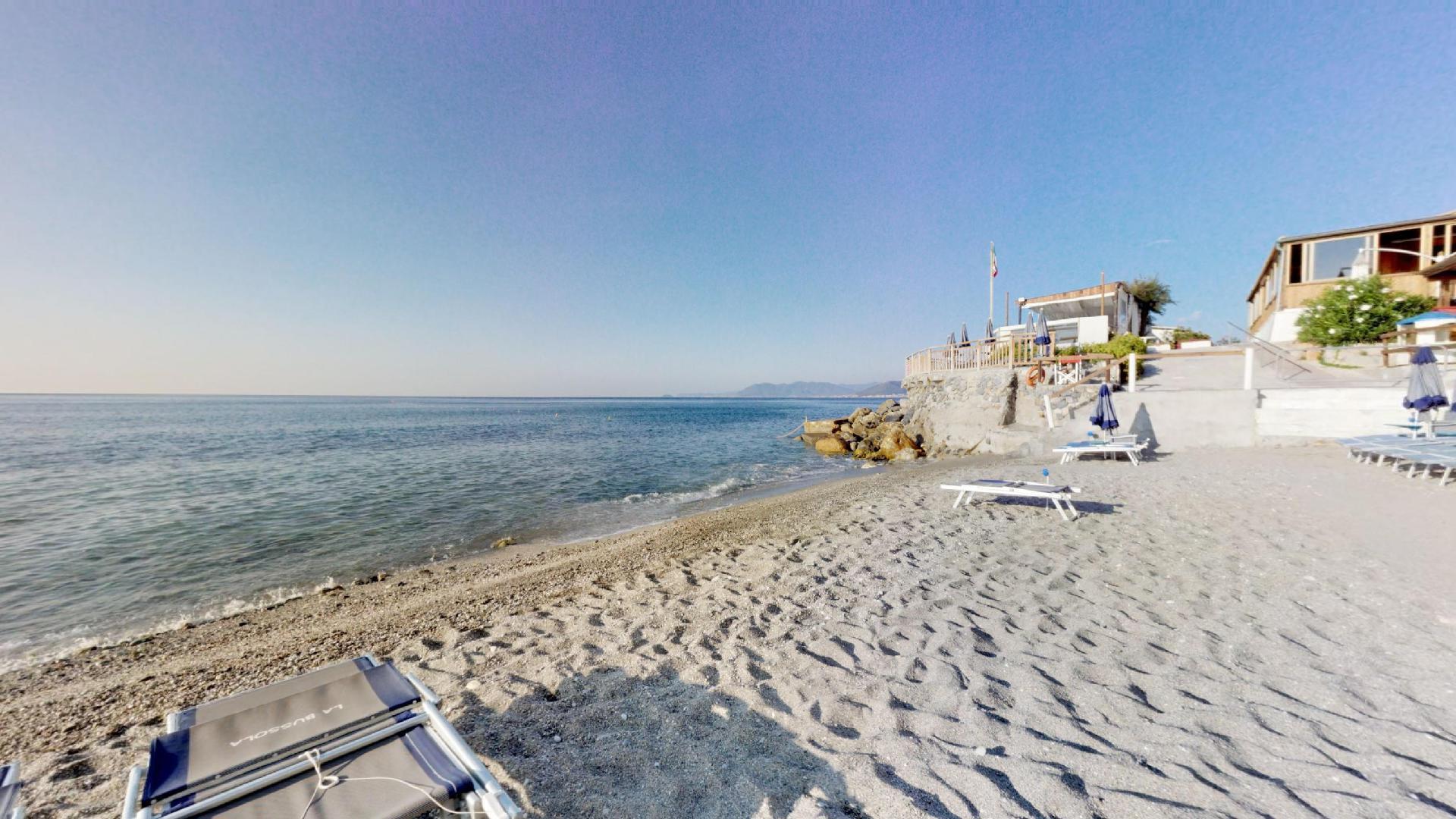 La-Bussola-Beach-Restaurant-Borgio-Verez