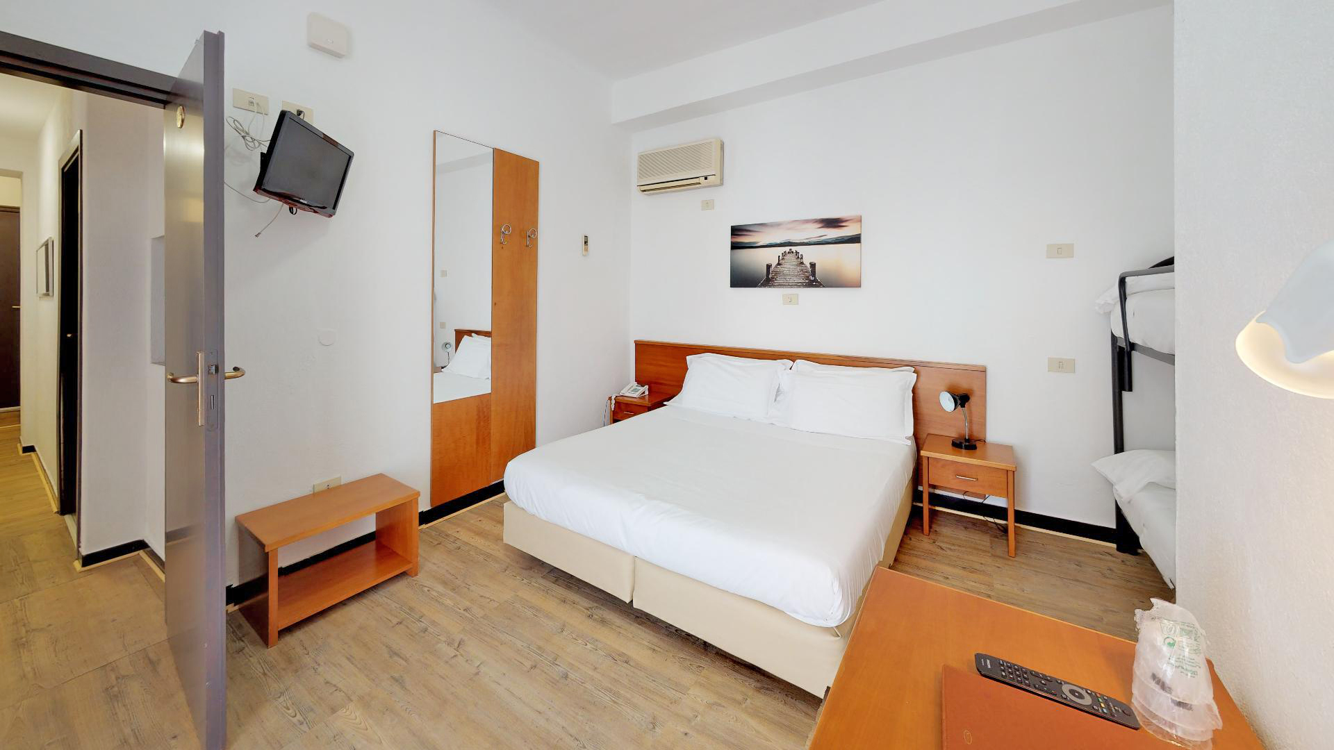 Hotel-Arcobaleno-Celle-Bedroom(4)