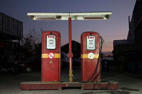 N°4 : Pompes ESSO/lampadaire et 87 autres articles Patrimoine Garage en location