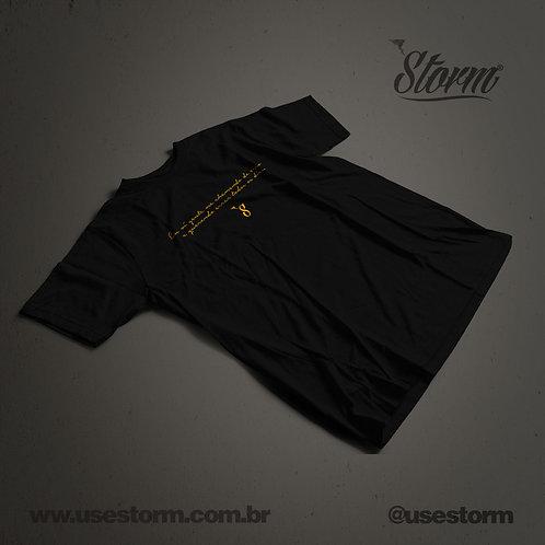 Camiseta Storm Eu vi gente me chamando de erro