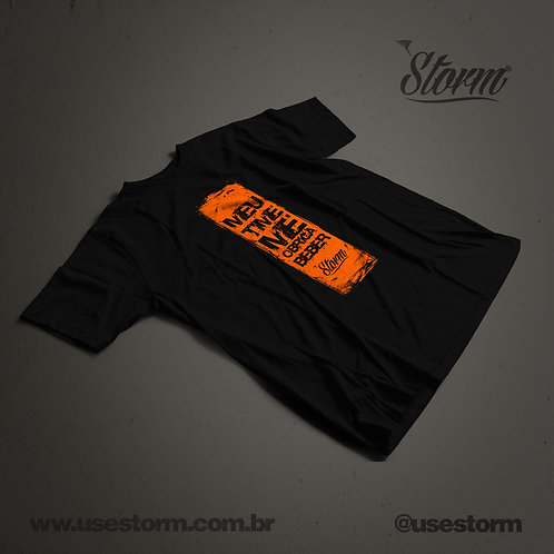 Camiseta Storm Meu time me obriga a beber