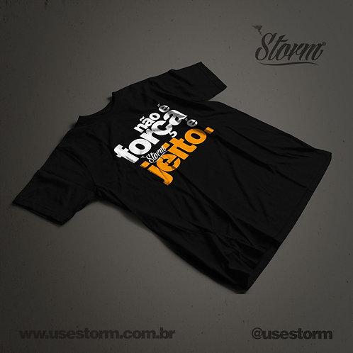 Camiseta Storm Não é força é jeito