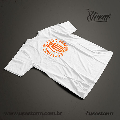 Camiseta Storm Attitude is your weapon
