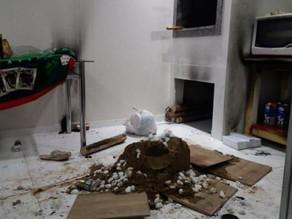 Uma adolescente morreu e demais familiares ficaram feridos após uma lareira ecológica explodir no RS