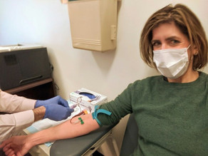 Pacientes que superaram coronavírus doam plasma para salvar vidas