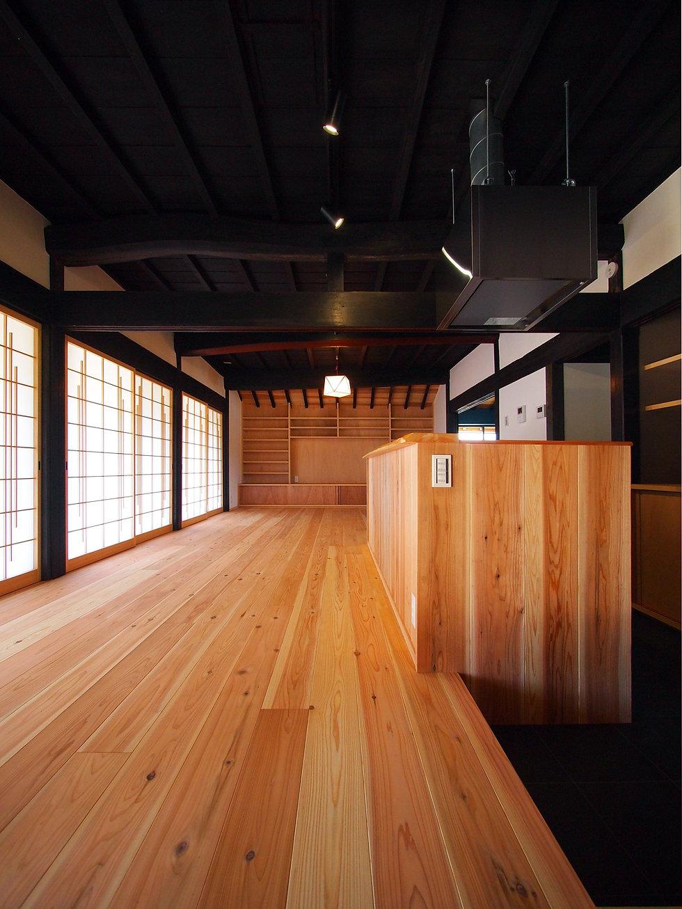 貴志川の古民家リノベーション 玄関からダイニング