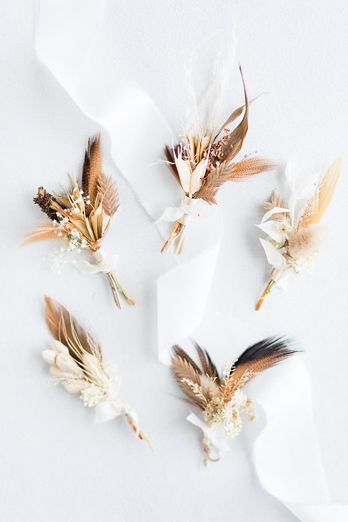 Boutonniere Set of 5: Dried Flora & Feathers