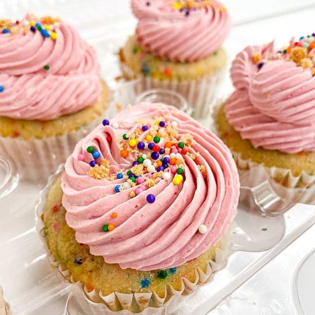 🧁Confetti Cupcakes!! 🧁 [@sims.desserts